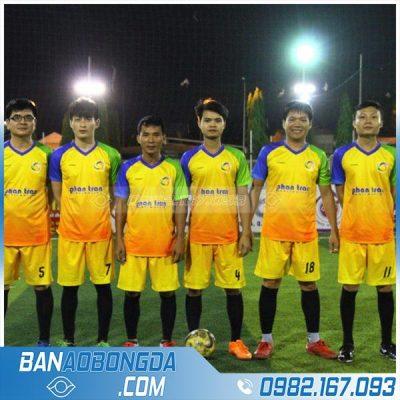 May áo bóng đá màu vàng đẹp