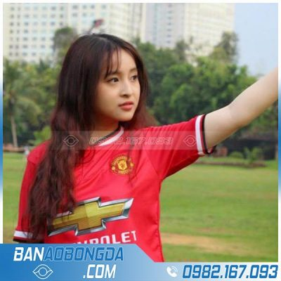 Áo bóng đá nữ màu đỏ