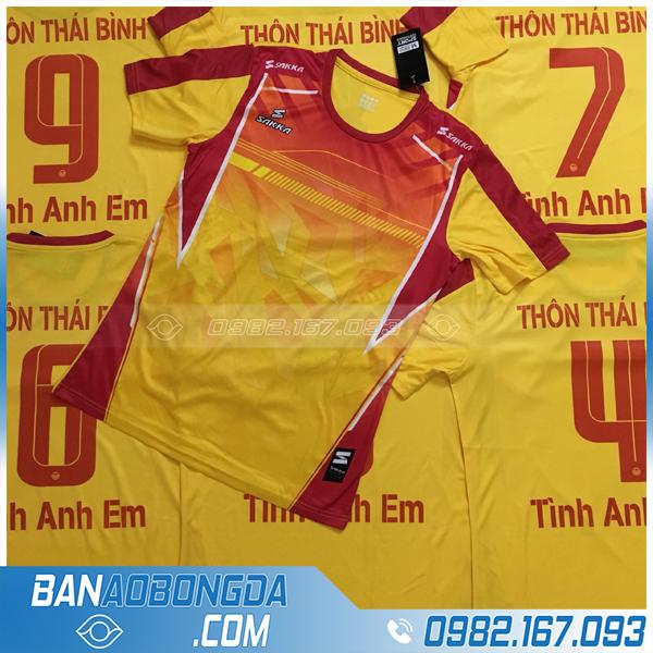 Áo bóng đá màu vàng 2020
