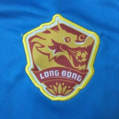 thêu logo áo đấu bóng đá