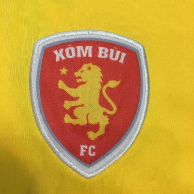 thêu logo áo bóng đá