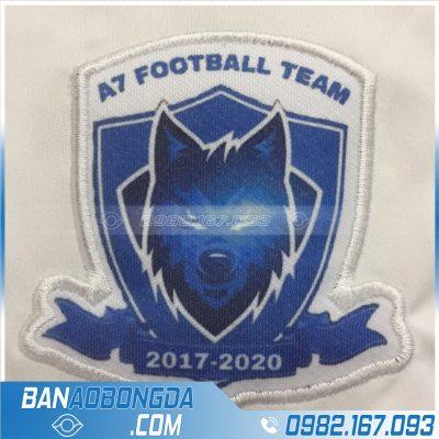 Thêu logo lên áo bóng đá đẹp