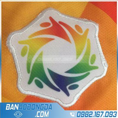 Logo thêu áo bóng đá tinh tế, đẹp mắt