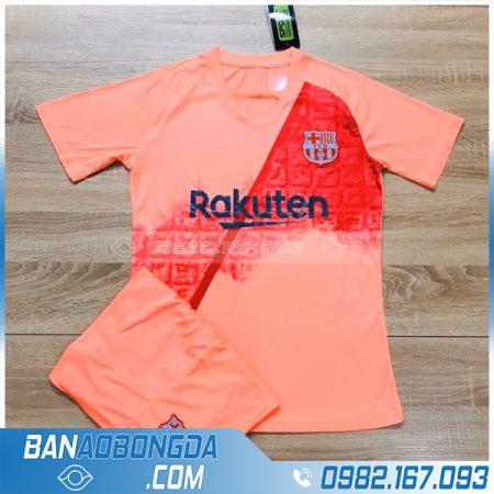 áo đá bóng Barca trẻ em màu hồng
