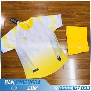 áo đá bóng không logo màu vàng