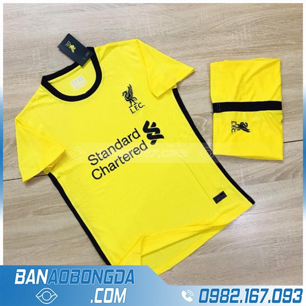 áo thể thao Liverpool màu vàng hiện đại