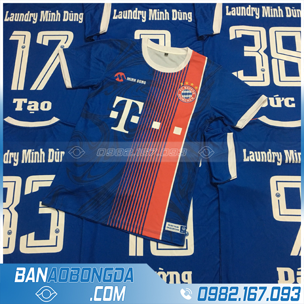 In áo bóng đá công ty màu xanh dương